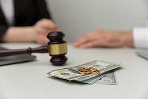 Couple going through a divorce and paying alimony in Maryland