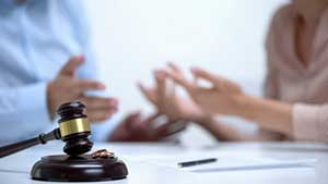 Divorced Maryland couple discussing alimony payments